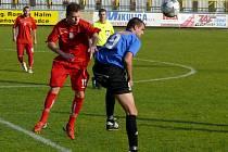 Lanžhotští fotbalisté (v červeném) vyhráli na trávníku Velkých Pavlovic.