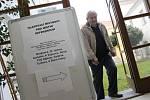 Ano, nebo Ne. Jednu z těchto možností v pátek křížkovali voliči při referendu v Mikulově. Hlasovali o schválení využití budovy bývalé hasičky jako tržnice. Někteří ale referendum bojkotovali a šli pouze ke komunálním volbám.