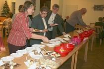 V Pohořelicích se uskutečnil třetí ročník soutěže o nejlepší bramborový salát. Součástí byla také módní přehlídka historických rób.