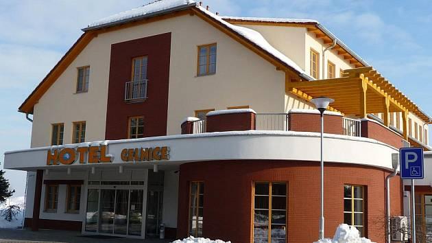 Nový hotel u bývalé poštorenské celnice je hotový.