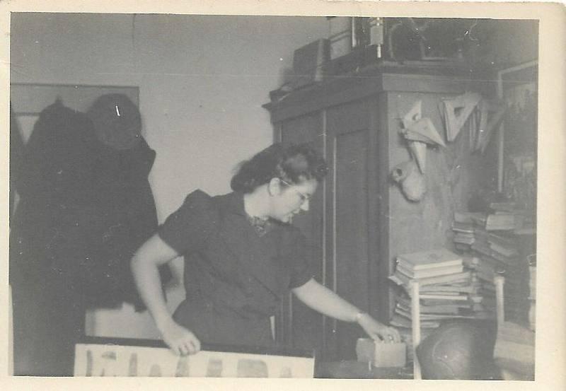 Rok 1942, učitelka Pilch ve škole.