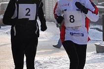 V Hustopečích běželo městem na třicet otužilých běžců.