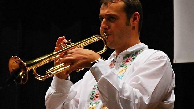 Trumpetista Vlado Kumpan je brán za pokračovatele Jana Slabáka. S dechovkou je populární v cizině.