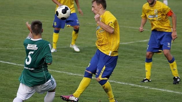 Fotbalisté Břeclavi (ve žlutém). Ilustrační foto.