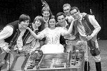 Eva a její chlapci. I tímto názvem někdy lidé označují cimbálovou muziku Vojara z Moravského Slovácka.