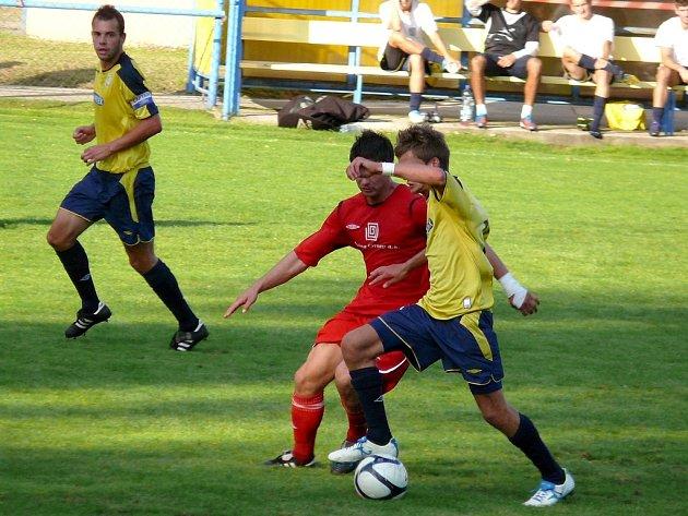Fotbalisté MSK Břeclav (ve žlutém). Ilustrační foto.