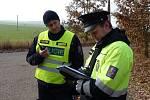 Policisté s pyrotechniky si vyzkoušeli v Bořím lese odpálení munice, aby byli připravení na ostrý odstřel.