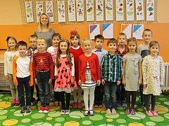 Žáci z 1.A na Základní škole v Lednici s třídní učitelkou Janou Menšíkovou.