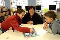V království deskových her se proměnilo dětské oddělení břeclavské městské knihovny. Zahrát si přišli i František Ondra a Gustýna Hrubá, kteří k souboji s kostkou a figurkami vyzvali také knihovnici Jarmilu Létalovou.