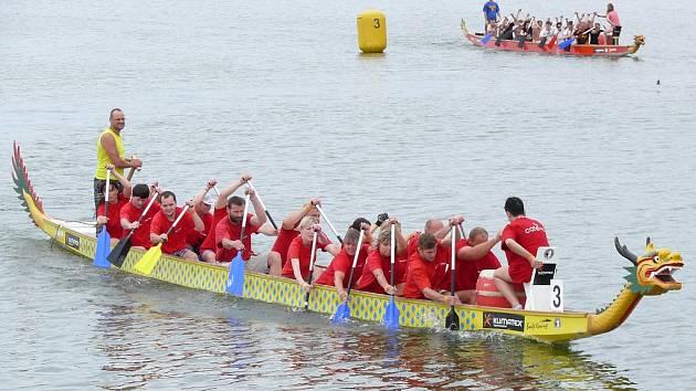 Pálavský festival dračích lodí pod Pavlovem.
