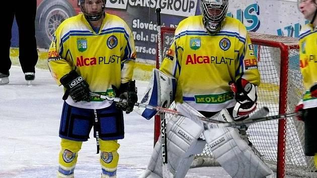Hokejisté B-týmu HC Břeclav Jakub Konečný a Miroslav Foukal.