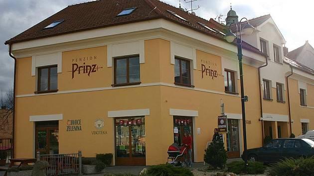 Penzion Prinz, který stojí na valtickém náměstí, se stal v pátek večer Penzionem roku 2010 v České republice.
