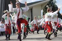 Nedělní vyvrcholení Svatováclavských slavností v Břeclavi se vydařilo. Město zalilo slunce a odpolednímu hodovému průvodu městem přihlížely davy lidí. Plno bylo i v areálu pod zámkem, kde program pokračoval folklorními vystoupenímí.