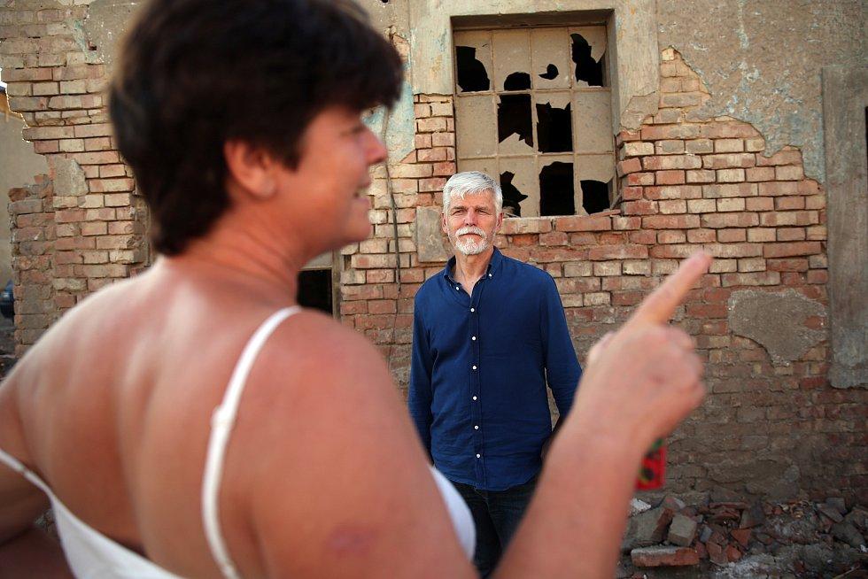 Petr Pavel navštívil Moravskou Novou Ves, kam již dříve poslal plachty na střechy. Nyní přivezl kamion stavebního polystyrenu a prohlédl si na místě následky škod po tornádu.