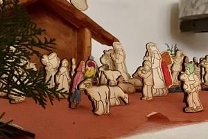 Děti z hustopečské farnosti prožily užitečný advent. Tvořily postavičky do betléma, pomáhaly a vybraly peníze, které pomohou potřebné rodině. Foto: archiv farnosti