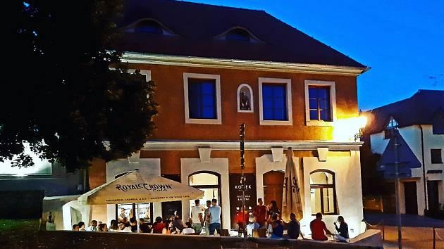 Degustaci vín si zájemci užijí ve vinárně Korek Mikulov