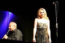 Bývalá moderátorka a operní pěvkyně Martina Kociánová s Triem Amadeus.