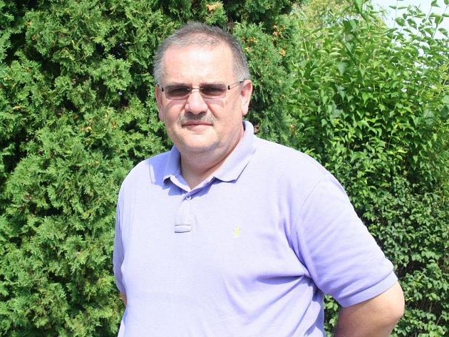 Rakvický rodák Oldřich Povolný žije přes dvacet let ve Spojených státech. Velký fanoušek moravské dechovky se na Břeclavsko vrátil i pro cédéčka místních kapel.