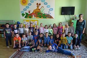 Žáky 1. třídy Základní školy v Podivíně učí Zuzana Pálková.