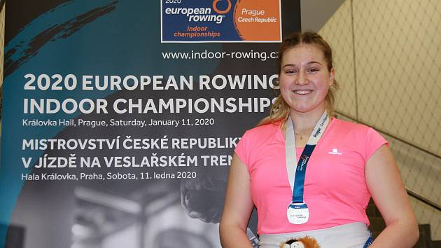 Mladá břeclavská veslařka Karla Knötigová vybojovala stříbrnou medaili na halovém mistrovství Evropy.