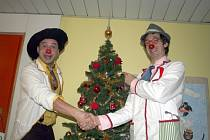 Zdravotní klauni rozesmáli dětské pacienty břeclavské nemocnice.