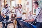 Rozladění mladí muži zahrají studentům v Břeclavi