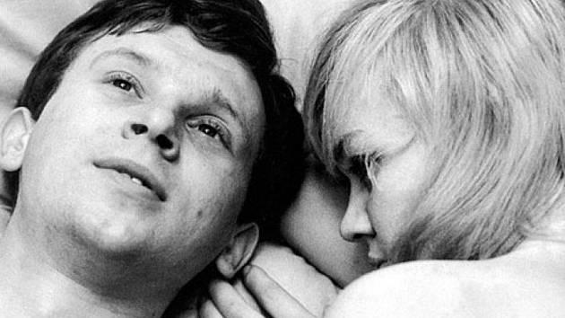 Lásky jedné plavovlásky, režie Miloš Forman.