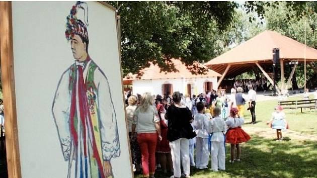 MALOVANÝ ŠOHAJ. Folklorní slavnosti v Tvrdonicích se loni v národopisném areálu obešly bez deště.