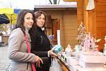 Adventní jarmark na pěší zóně v Břeclavi trápí deštivé počasí. Lidí chodí méně než v minulých letech.