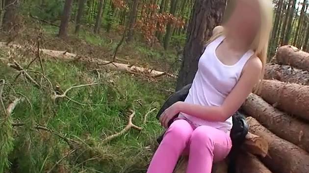 Nezletiletá školačka z Břeclavi točila porno.