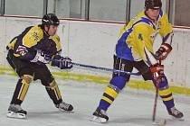 Martin Světlík (vpravo) ještě jako aktivní hokejista.