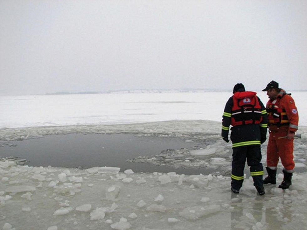 Odstřel ledu na Nových Mlýnech