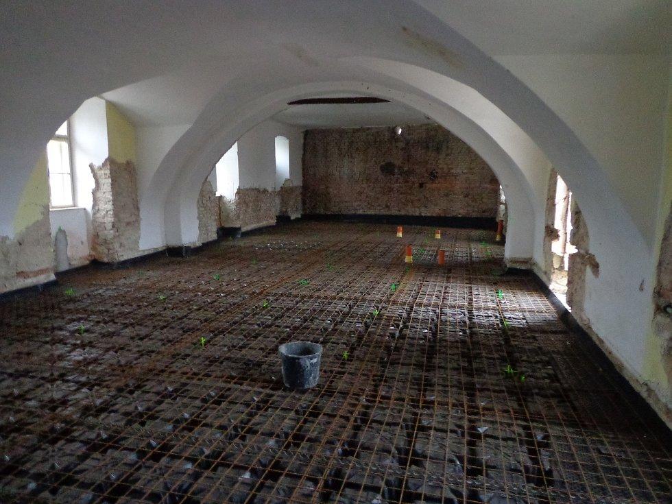 Opravy bývalého hotelu Pfann v Pohořelicích, únor 2019.