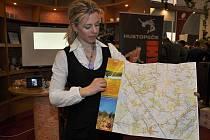 Mikroregion Hustopečsko se na letošním mezinárodním veletrhu v Brně ukazuje nejen svým vínem, ale také novou mapou. Návštěvníci si ji mohou prohlédnout na Regiontouru ještě i o víkendu.