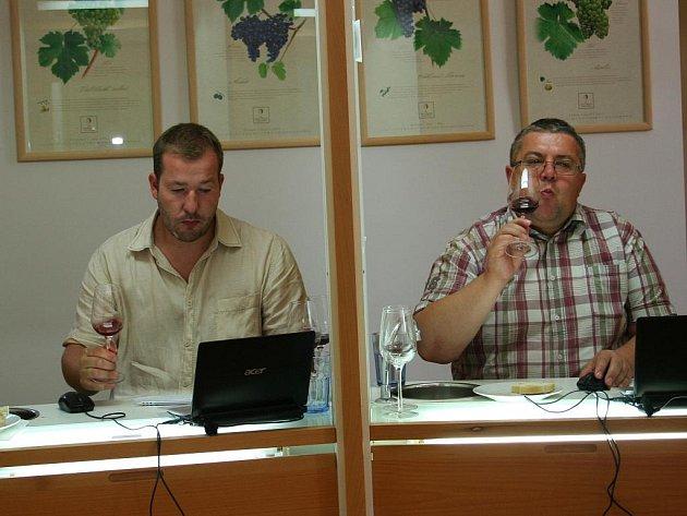 Degustátoři ve čtvrtek ukončili v prostorách Národního vinařského centra Valtice hodnocení vín mikulovské vinařské podoblasti.