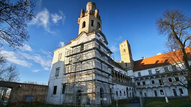 Břeclavská radnice opraví jižní věž.