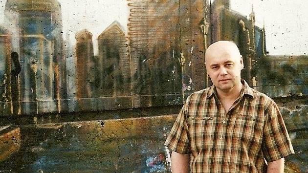 Soubor obrazů Ladění Rusic vystavuje výtvarník a ilustrátor Václav Roháč v Galerii U lékárníka v pražské Psychiatrické léčebně Bohnice.