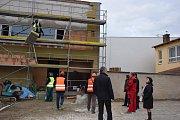 Práce na novém kině v Hustopečích pokračují.