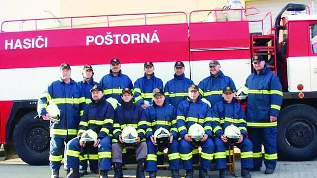 Členové SDH Poštorná.