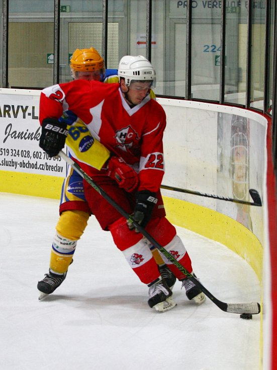 Břeclavští hokejisté v zápase proti Opavě představili dvě posily. Úspěšně. Útočník Matěj Blinka hned v úvodní třetině otevřel skóre, kvalitu v brance pro změnu ukázal gólman Lukáš Dusík. Oba pomohli k důležité výhře 5:3 nad Slezany.