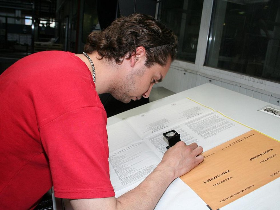 Břeclavská tiskárna Moraviapress se pustila do tisku hlasovacích lístků pro parlamentní volby.