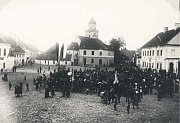 Vznik Československa oslavil tábor lidu v centru Pohořelic.