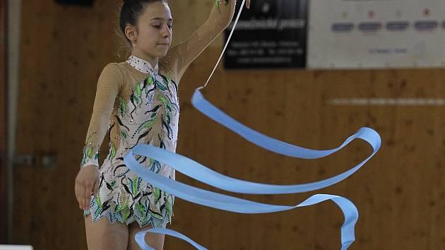 Břeclavské moderní gymnastky vybojovaly na mistrovství republiky v Dubňanech tři domácí tituly. Jednou z nových šampionek je i Marta Líbalová.
