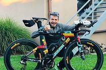 Marek Svoboda z Hustopečích se na loňském triatlonovém závodu Ironman na Hawai zachoval jako hrdina. Na cílové rovince pomohl závodnici se dostat do cíle.