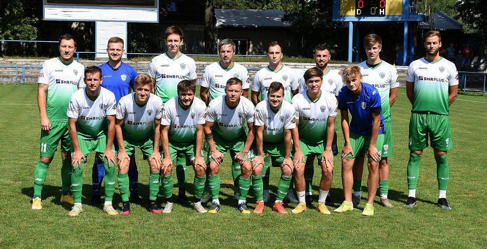 Břeclavští fotbalisté (v černém) vyhráli v přípravném utkání s divizním Bzencem 6:1.
