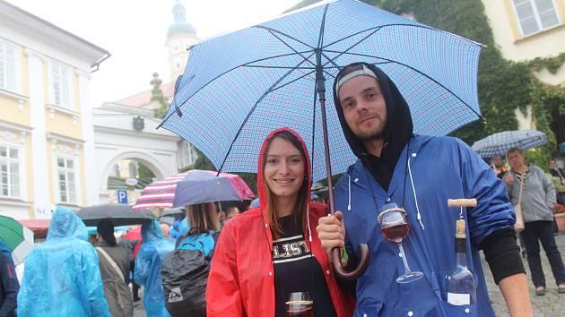 Návštěvníci si Pálavského vinobraní užívali i v dešti.