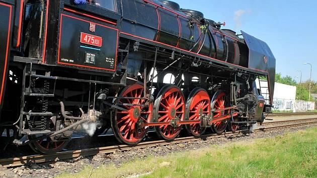 Lokomotiva Šlechtična při oslavě sto desátého výročí tratě Břeclav – Lednice.