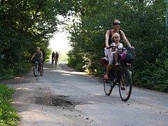 Při průjezdu Kančí oborou musí být cyklisté pozorní.