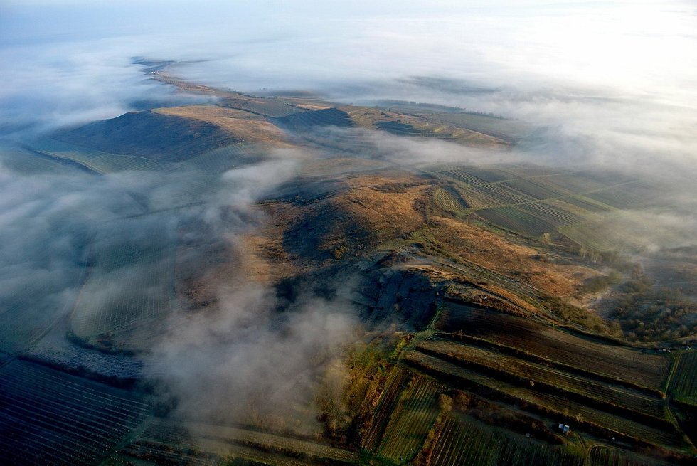Letecký pohled na Dunajovické kopce.