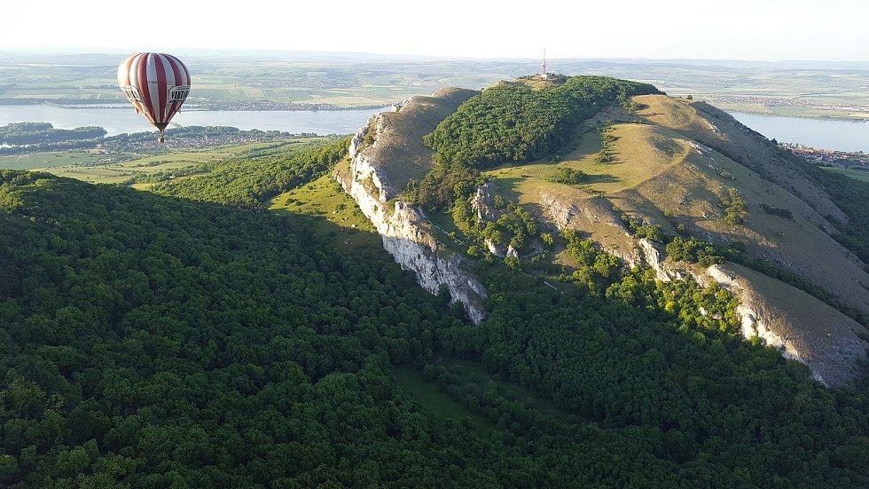 Letecký pohled na Pálavu. Foto: Robin Cibulka